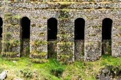 Roman Aqueduct na montanha imagem de stock royalty free