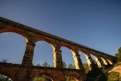 Roman Aqueduct Pont del Diable em Tarragona, Espanha imagens de stock royalty free