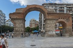 Roman Arch av Galerius i mitten av staden av Thessaloniki, centrala Makedonien, Grekland fotografering för bildbyråer
