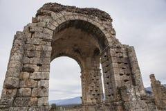 Roman Arch de Caparra, Caceres, Espanha Fotografia de Stock