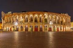 Roman Arena i Verona på natten, Italien Royaltyfri Bild