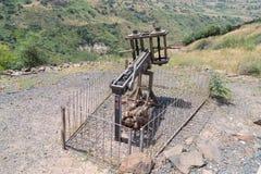 Roman ballista van de de 1st eeuwadvertentie, de tijd van de belegering van de stad van Gamla op Golan Heights in Israël Stock Foto's