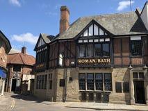 Roman Bath Pub Museum i den York staden England royaltyfri fotografi