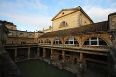 Roman Bath, Reino Unido - 6 de diciembre de 2013: Turistas que visitan Roma interior imagen de archivo