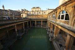 Roman Bath, Reino Unido - 6 de diciembre de 2013: Turistas que visitan Roma interior imagenes de archivo