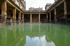 Roman Baths forntida brunnsort, bad, UK royaltyfria foton