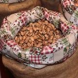 Roman Beans inom jutesäcken som är till salu på marknaden Royaltyfri Bild