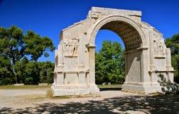 Roman boog, Glanum, St. Rémy, Frankrijk stock fotografie
