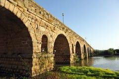 Roman Bridge över den Guadiana floden, Merida, Extremadura, Spanien arkivbild