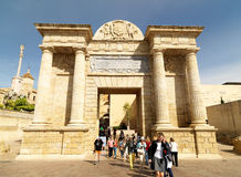 Roman Bridge av Cordoba, Andalusia, Spanien April 3, 2015 Arkivfoton