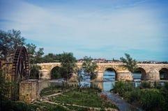 Roman Bridge av Cordoba, Andalusia, Spanien April 3, 2015 Royaltyfri Foto