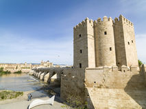 Roman Bridge av Cordoba, Andalusia, Spanien April 3, 2015 Arkivbilder