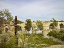 Roman Bridge av Cordoba, Andalusia, Spanien April 3, 2015 Arkivbild