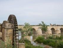 Roman Bridge de Córdova, a Andaluzia, Espanha 3 de abril de 2015 Imagem de Stock Royalty Free