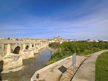 Roman Bridge de Córdova, a Andaluzia, Espanha 3 de abril de 2015 Imagens de Stock