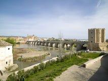 Roman Bridge de Córdova, a Andaluzia, Espanha 3 de abril de 2015 Fotografia de Stock Royalty Free