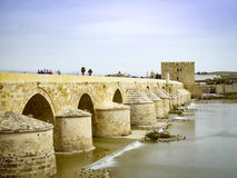 Roman Bridge de Córdova, a Andaluzia, Espanha 3 de abril de 2015 Fotografia de Stock