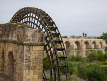 Roman Bridge de Cordoue, Andalousie, Espagne 3 avril 2015 Photographie stock libre de droits