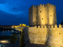 Roman Bridge e forte, Córdova, Espanha Imagens de Stock Royalty Free