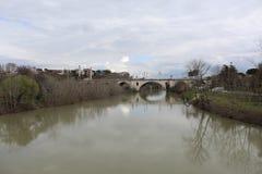 Roman Bridge With een Rivier Royalty-vrije Stock Foto