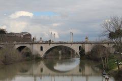 Roman Bridge With een Rivier Royalty-vrije Stock Foto's