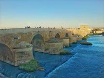 Roman Bridge en el rdoba del ³ de CÃ, España Imágenes de archivo libres de regalías