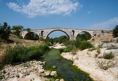 Roman bridge Pont Julien in Luberon in Provence, France Stock Photography