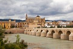 Roman Bridge (Puente-romano DE CÃ rdoba ³) Cordova spanje royalty-vrije stock foto