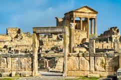 Roman Capitol på Dougga UNESCOarvplats i Tunisien arkivfoto