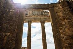 Roman Capitol ruína Tunísia, Dougga Fotografia de Stock