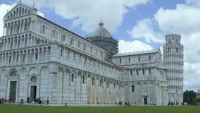 Roman Catholic Cathedral com a torre inclinada de Pisa, atração turística, lento-mo video estoque