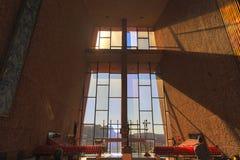 Roman Catholic Chapel do interior transversal santamente em Sedona o Arizona imagens de stock