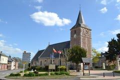Roman Catholic Church und kleine Häuser Lizenzfreies Stockbild