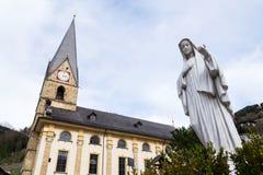 Roman Catholic Pfarrkirche St Alban em Matrei em Osttirol, Áustria Fotografia de Stock Royalty Free