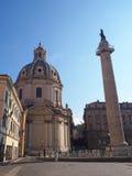 Roman Church e colonna, Italia fotografie stock libere da diritti