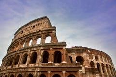 Roman Coliseum antiguo en una mañana brillante del verano imagen de archivo libre de regalías