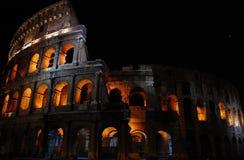Roman Coliseum på natten royaltyfri fotografi