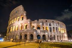 Roman Colosseum Coliseum alla notte, una del attr principale di viaggio immagine stock