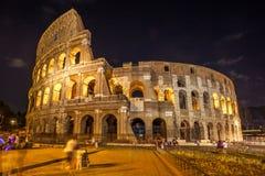 Roman Colosseum Coliseum en la noche, una del attr principal del viaje imágenes de archivo libres de regalías