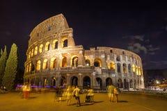 Roman Colosseum Coliseum på natt, en av den huvudsakliga loppattren Arkivbilder