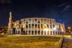 Roman Colosseum Coliseum på natt, en av den huvudsakliga loppattren Royaltyfria Foton