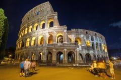 Roman Colosseum Coliseum på natt, en av den huvudsakliga loppattren Fotografering för Bildbyråer