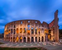 Roman Colosseum Flavian Amphitheatre na noite, Roma, AIE imagem de stock royalty free