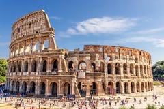 Roman Colosseum i sommar arkivfoto