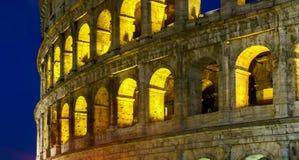 Roman Colosseum Side View en la noche Imagenes de archivo