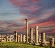 Roman Columns binnen in de Jordanian stad van Jerash (Gerasa van Antiquiteit), Jordanië Stock Foto's