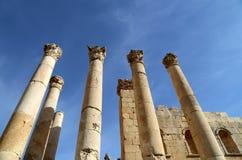 Roman Columns binnen in de Jordanian stad van Jerash (Gerasa van Antiquiteit), Jordanië Royalty-vrije Stock Afbeelding