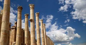 Roman Columns in de Jordanian stad van Jerash (Gerasa van Antiquiteit), Jordanië Stock Afbeeldingen