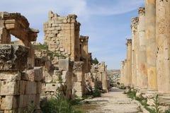 Roman Columns in de Jordanian stad van Jerash (Gerasa van Antiquiteit), Jordanië Stock Foto
