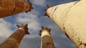 Roman Columns en la ciudad jordana de Jerash Gerasa de la ciudad de la antigüedad, capital y más grande del Governorate de Jerash metrajes